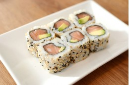 SR1 Salmon & avocado roll